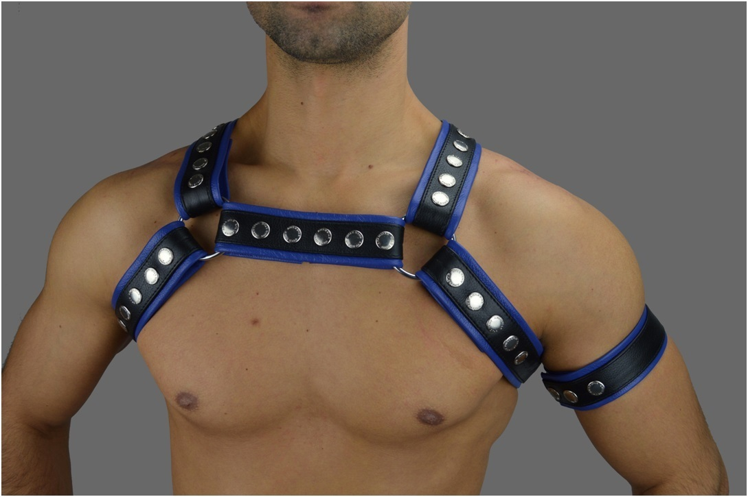 Leder Chest Harness mit Blau streife